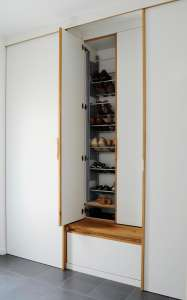 Garderobe mit Schuhschrank und Sitzbank auf